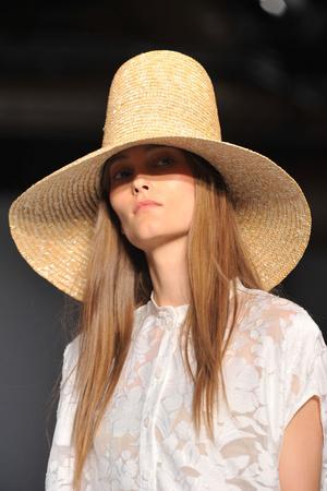 Показ Karen Walker коллекции сезона Весна-лето 2009 года Prêt-à-porter - www.elle.ru - Подиум - фото 73297