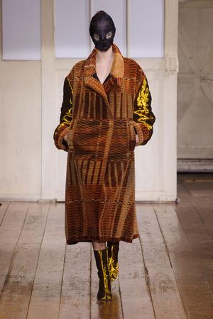 Показ Maison Martin Margiela коллекции сезона Весна-лето 2014 года Haute couture - www.elle.ru - Подиум - фото 575094