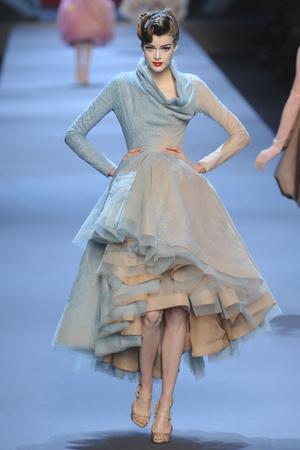 Показ Christian Dior коллекции сезона Весна-лето 2011 года haute couture - www.elle.ru - Подиум - фото 214948