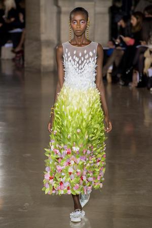 Показ Georges Hobeika коллекции сезона Весна-лето  2017 года Haute couture - www.elle.ru - Подиум - фото 616311