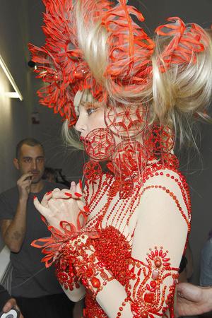 Показ Jean Paul Gaultier коллекции сезона Весна-лето 2010 года Haute couture - www.elle.ru - Подиум - фото 139092