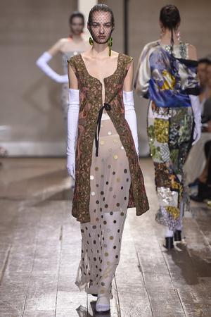 Показ Maison Martin Margiela коллекции сезона Осень-зима 2014-2015 года haute couture - www.elle.ru - Подиум - фото 585100