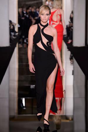 Показ Versace Haute Couture коллекции сезона Весна-лето 2015 года haute couture - www.elle.ru - Подиум - фото 592881
