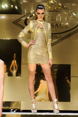 Показ Versace Haute Couture коллекции сезона Весна-лето 2012 года Haute couture - www.elle.ru - Подиум - фото 330089
