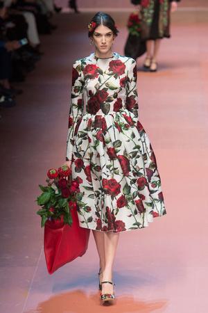 Показ Dolce & Gabbana коллекции сезона Осень-зима 2015-2016 года Prêt-à-porter - www.elle.ru - Подиум - фото 594876