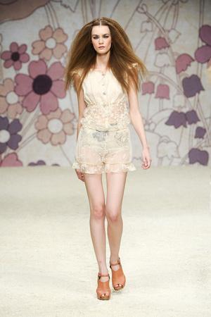 Показ Kristina Ti коллекции сезона Весна-лето 2012 года Prêt-à-porter - www.elle.ru - Подиум - фото 301679