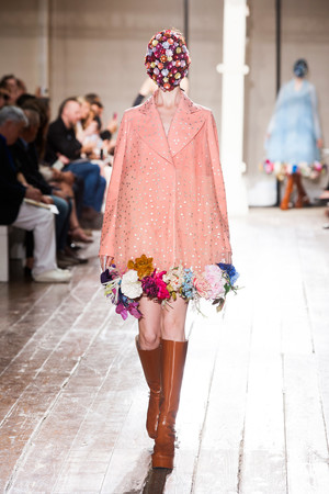 Показ Maison Martin Margiela коллекции сезона Осень-зима 2013-2014 года Haute couture - www.elle.ru - Подиум - фото 556299