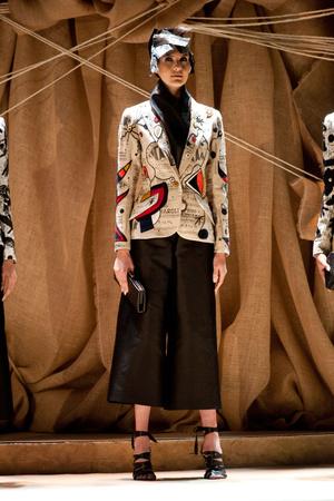 Показ Franck Sorbier коллекции сезона Весна-лето 2013 года Haute couture - www.elle.ru - Подиум - фото 480425