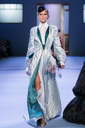 Показ Ulyana Sergeenko коллекции сезона Весна-лето 2014 года haute couture - www.elle.ru - Подиум - фото 574771