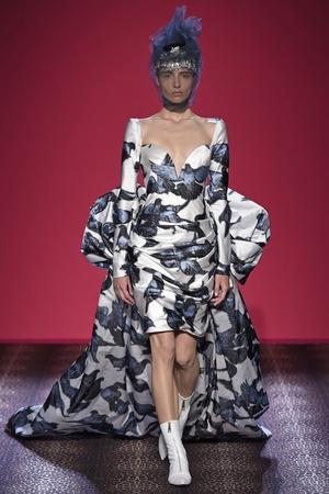 Показ Schiaparelli коллекции сезона Осень-зима 2014-2015 года Haute couture - www.elle.ru - Подиум - фото 584736
