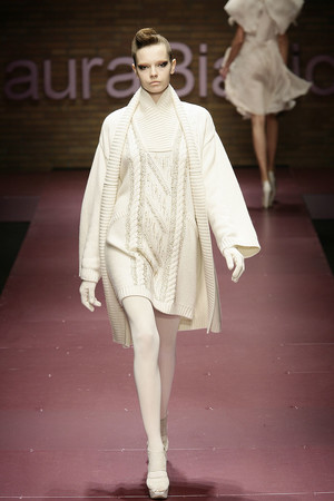 Показ Laura Biagiotti коллекции сезона Осень-зима 2009-2010 года prêt-à-porter - www.elle.ru - Подиум - фото 96242