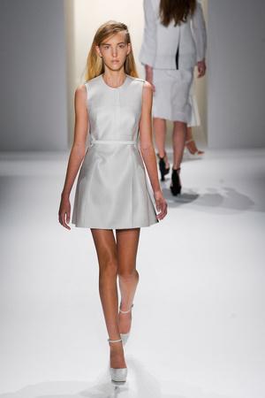 Показ Calvin Klein Collection коллекции сезона Весна-лето 2013 года prêt-à-porter - www.elle.ru - Подиум - фото 423607