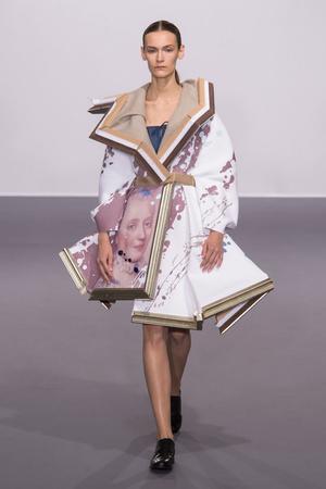 Показ Viktor & Rolf коллекции сезона Осень-зима 2015-2016 года Haute couture - www.elle.ru - Подиум - фото 597332