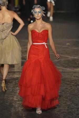 Показ Vivienne Westwood Red Label коллекции сезона Весна-лето 2012 года Prêt-à-porter - www.elle.ru - Подиум - фото 299034