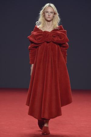 Показ Viktor & Rolf коллекции сезона Осень-зима 2014-2015 года haute couture - www.elle.ru - Подиум - фото 585186