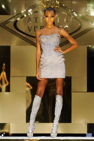 Показ Versace Haute Couture коллекции сезона Весна-лето 2012 года Haute couture - www.elle.ru - Подиум - фото 330091