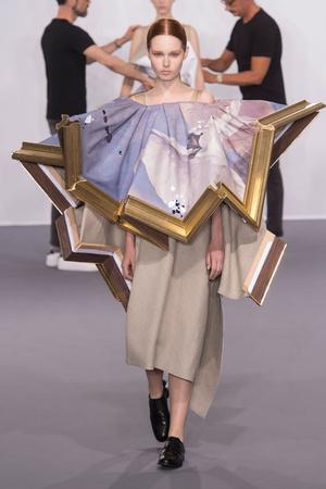 Показ Viktor & Rolf коллекции сезона Осень-зима 2015-2016 года Haute couture - www.elle.ru - Подиум - фото 597336