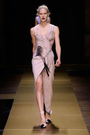 Показ Atelier Versace коллекции сезона Осень-зима 2016-2017 года Haute couture - www.elle.ru - Подиум - фото 606834