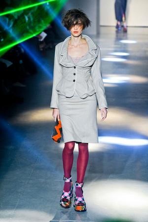 Показ Vivienne Westwood коллекции сезона Осень-зима 2012-2013 года Prêt-à-porter - www.elle.ru - Подиум - фото 379820