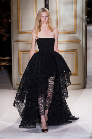 Показ Giambattista Valli коллекции сезона Весна-лето 2013 года haute couture - www.elle.ru - Подиум - фото 477865