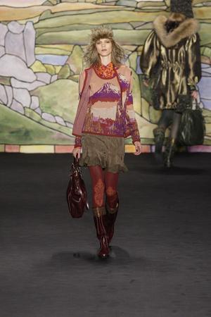 Показ Anna Sui коллекции сезона Осень-зима 2010-2011 года prêt-à-porter - www.elle.ru - Подиум - фото 146717