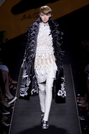 Показ Fendi коллекции сезона Осень-зима 2015-2016 года Haute couture - www.elle.ru - Подиум - фото 597124