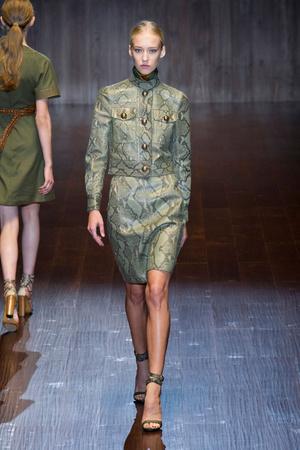 Показ Gucci коллекции сезона Весна-лето 2015 года prêt-à-porter - www.elle.ru - Подиум - фото 588729