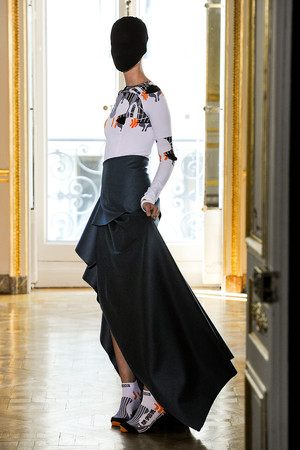 Показ Maison Martin Margiela коллекции сезона Осень-зима 2011-2012 года haute couture - www.elle.ru - Подиум - фото 277126