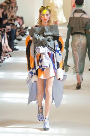 Показ Maison Margiela коллекции сезона Осень-зима 2016-2017 года Haute couture - www.elle.ru - Подиум - фото 607174