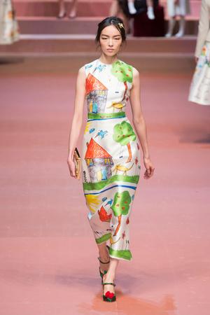 Показ Dolce & Gabbana коллекции сезона Осень-зима 2015-2016 года Prêt-à-porter - www.elle.ru - Подиум - фото 594885