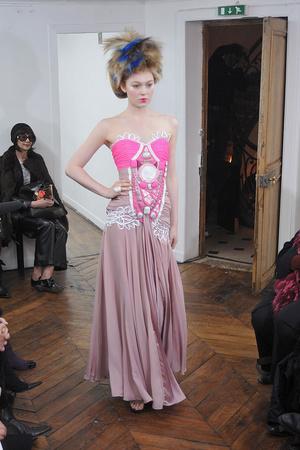 Показ On Aura Tout Vu коллекции сезона Весна-лето 2009 года haute couture - www.elle.ru - Подиум - фото 86896