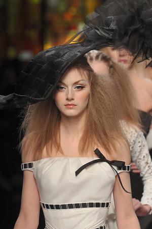 Показ Christian Dior коллекции сезона Весна-лето 2009 года Haute couture - www.elle.ru - Подиум - фото 86344