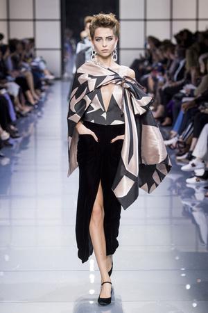 Показ Armani Prive коллекции сезона Осень-зима 2016-2017 года Haute couture - www.elle.ru - Подиум - фото 607141