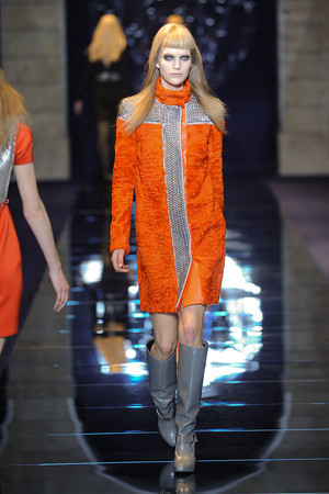 Показ Versace коллекции сезона Осень-зима 2012-2013 года Prêt-à-porter - www.elle.ru - Подиум - фото 363682