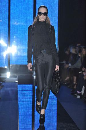Показ Versace коллекции сезона Осень-зима 2009-2010 года Prêt-à-porter - www.elle.ru - Подиум - фото 96926
