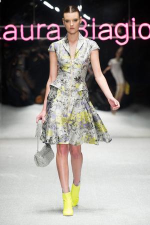 Показ Laura Biagiotti коллекции сезона Весна-лето 2013 года prêt-à-porter - www.elle.ru - Подиум - фото 443511