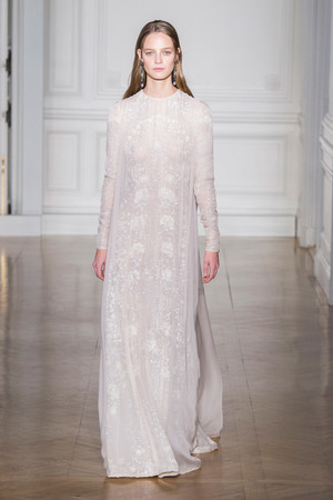 Показ Valentino коллекции сезона Весна-лето  2017 года Haute couture - www.elle.ru - Подиум - фото 616687