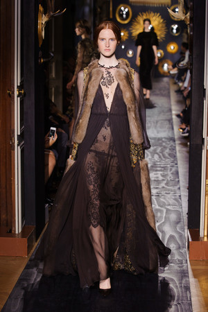 Показ Valentino коллекции сезона Осень-зима 2013-2014 года Haute couture - www.elle.ru - Подиум - фото 556496