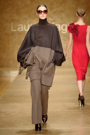 Показ Laura Biagiotti коллекции сезона Осень-зима 2011-2012 года Prêt-à-porter - www.elle.ru - Подиум - фото 246906