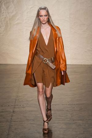 Показ Donna Karan New York коллекции сезона Весна-лето 2014 года prêt-à-porter - www.elle.ru - Подиум - фото 559997