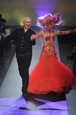 Показ Jean Paul Gaultier коллекции сезона Весна-лето 2010 года Haute couture - www.elle.ru - Подиум - фото 139006