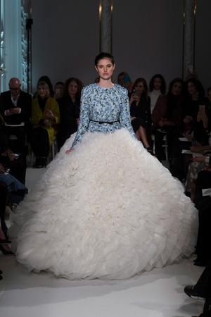 Показ Giambattista Valli коллекции сезона Весна-лето  2017 года Haute couture - www.elle.ru - Подиум - фото 616224