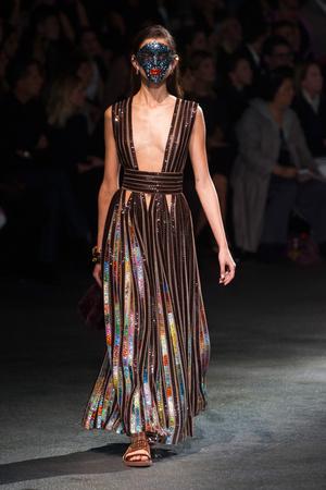 Показ Givenchy коллекции сезона Весна-лето 2014 года Prêt-à-porter - www.elle.ru - Подиум - фото 570822