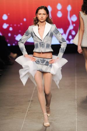 Показ Julien Fournie коллекции сезона Весна-лето 2012 года Haute couture - www.elle.ru - Подиум - фото 331796