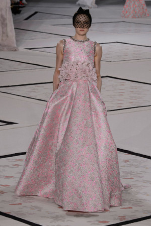 Показ Giambattista Valli коллекции сезона Весна-лето 2015 года Haute couture - www.elle.ru - Подиум - фото 592922