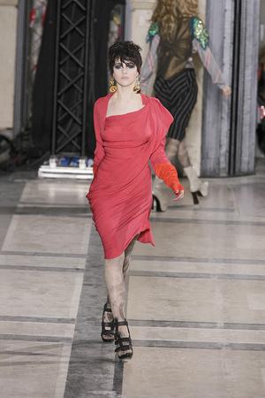 Показ Vivienne Westwood коллекции сезона Осень-зима 2009-2010 года Prêt-à-porter - www.elle.ru - Подиум - фото 100132