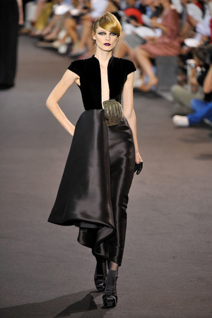Показ Stephane Rolland коллекции сезона Осень-зима 2011-2012 года haute couture - www.elle.ru - Подиум - фото 278156