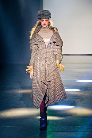 Показ Vivienne Westwood коллекции сезона Осень-зима 2012-2013 года Prêt-à-porter - www.elle.ru - Подиум - фото 379813