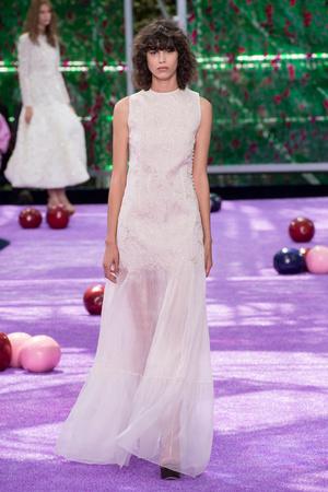 Показ Christian Dior коллекции сезона Осень-зима 2015-2016 года haute couture - www.elle.ru - Подиум - фото 596931