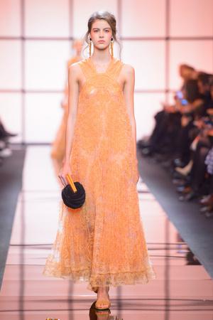 Показ Giorgio Armani Privé коллекции сезона Весна  2017 года Haute couture - www.elle.ru - Подиум - фото 616473